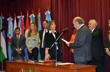Foto: Analía Villa Armesto jura en representación de los Magistrados