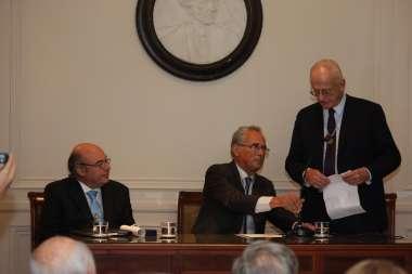 Foto: Gregorio Badeni destacó la trayectoria de Abel Cornejo al presentarlo como académico