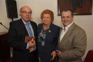 Foto: Abel Cornejo junto a Alicia Castellanos de Cornejo y Sergio Bravo
