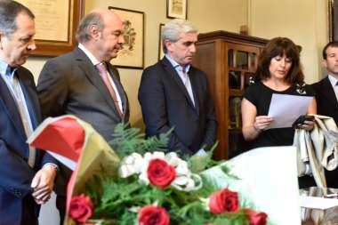 Foto: Lectura del Acta de designación del Dr. Abel Cornejo como Director Honorario