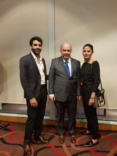 Foto: Abel Cornejo junto a Juan Escoda Patrón Costas y Jowy Román