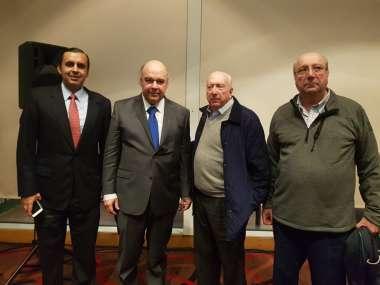 Foto: Abel Cornejo junto al Tnte Cnel Protti y los Dres. Juan Adrián y Guillermo Cornejo.