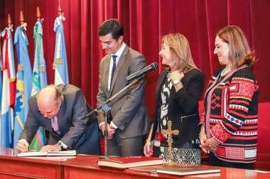 Foto: El Dr. Abel Cornejo junto al Gobernador de la Provincia, la Defensora y la Asesora General