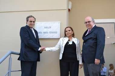 Foto: Dr. Pedro García Castiella- Señora Ana Fernández- Dr. Abel Cornejo