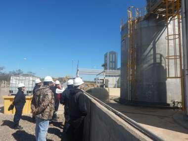 Los tanques de una de la plantas del complejo que Austin Powder Argentina tiene en El Galpón.